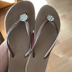 Bronze Havaianas with bling